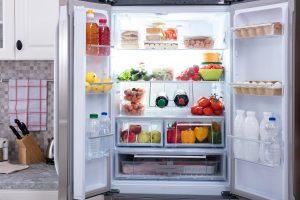 Alimentos colocados en frigorífico